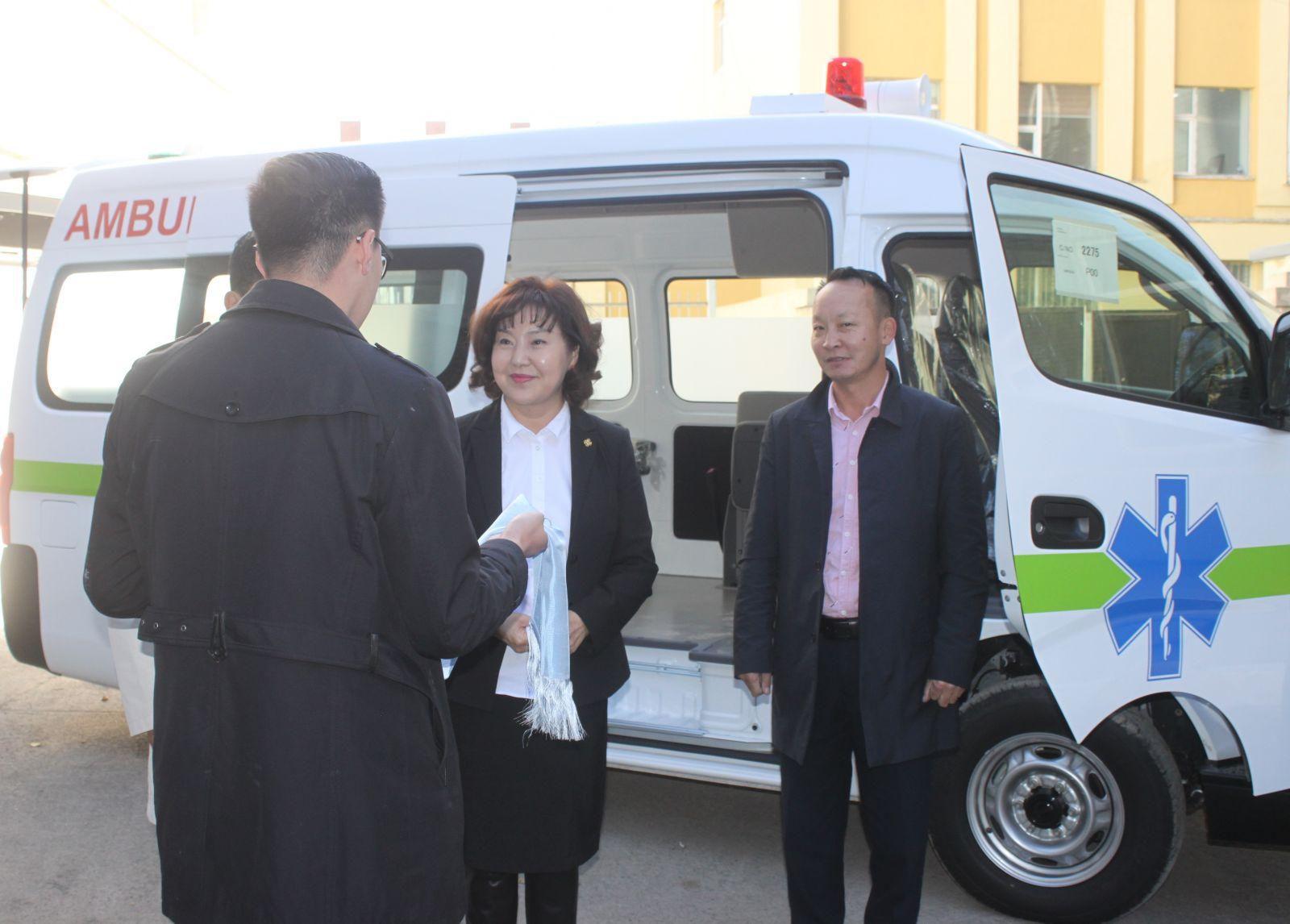 Замын-Үүд сумын нэгдсэн эмнэлэгт түргэн туслажмийн автомашин гардууллаа