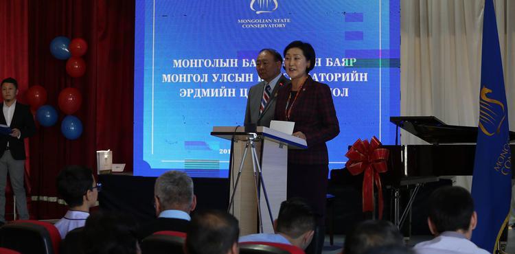 Монгол Улсын Консерваторит гранд төгөлдөр хуур бэлэглэлээ