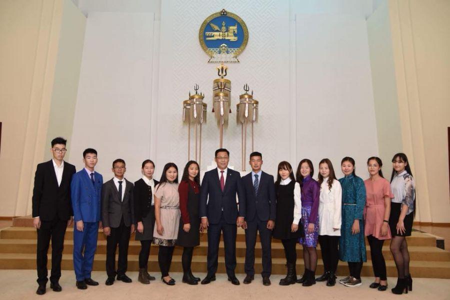 Мандалын хүүхдүүд Солонгосын Шинхан Их сургуульд суралцахаар мордлоо