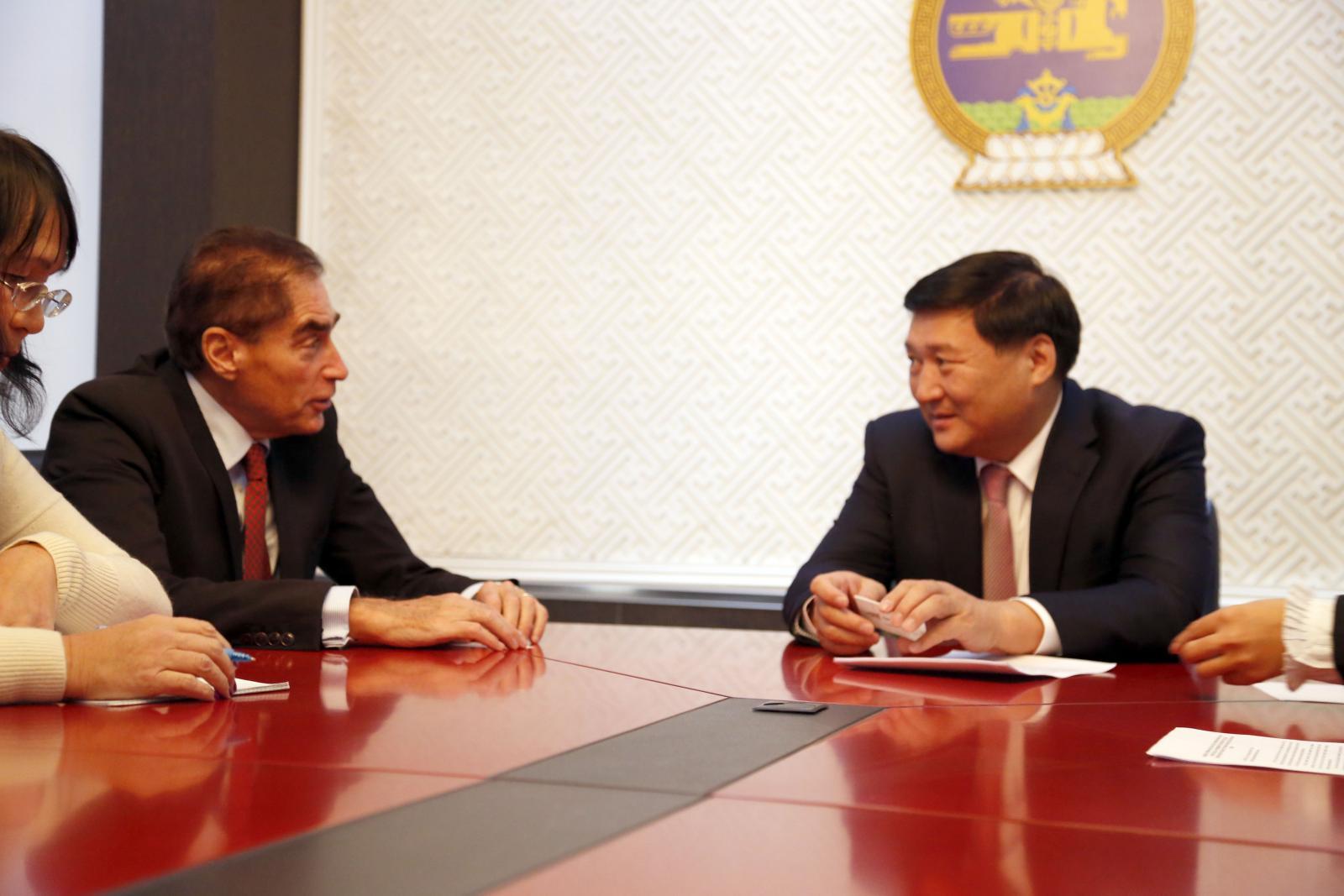Румыны Ерөнхий сайд асан Петре Романыг хүлээж авч уулзлаа