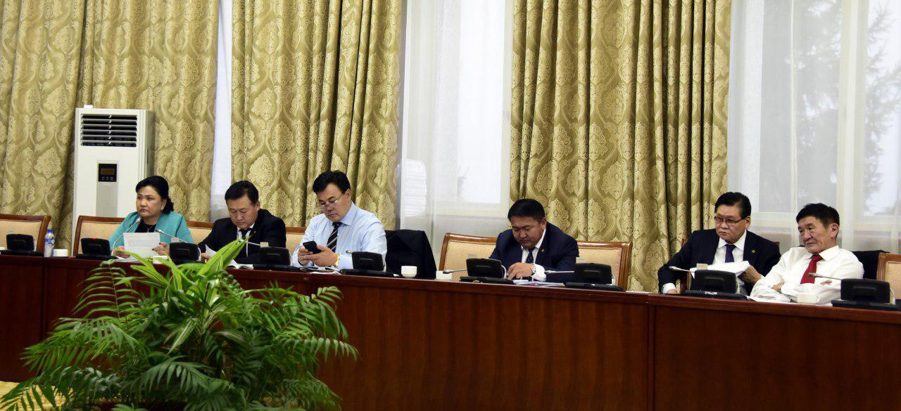 Монгол Улсын 2019 оны төсвийн тухай хуулиудтай хамт өргөн мэдүүлсэн хуулийн төслүүдийн эцсийн хэлэлцүүлгийг хийлээ