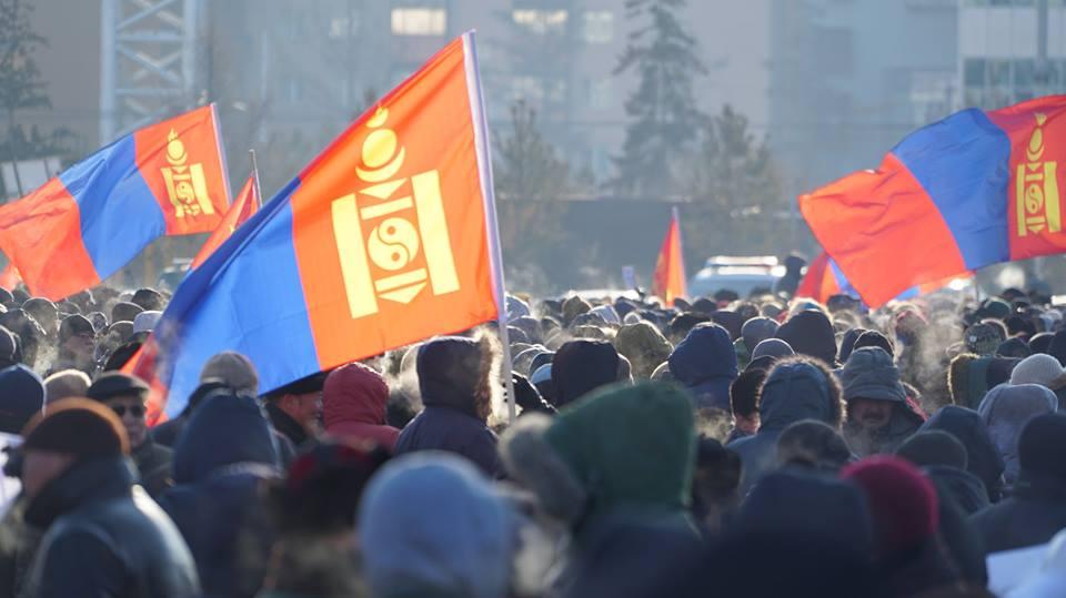 """Талбай дүүрэн хүн цугласан """"МАНАН дэглэмийн эсрэг ард түмний нэгдэл"""" жагсаал"""