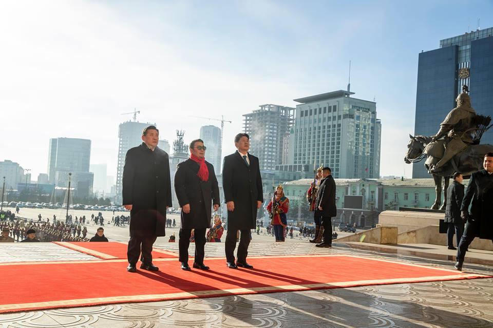 Чингис хааны хөшөөнд хүндэтгэл үзүүлэв