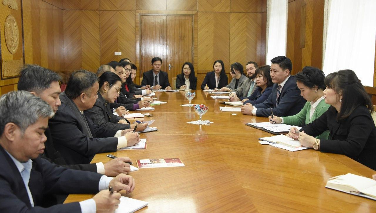 Монгол-Лаосын парламентын бүлгийн дарга Ё.Баатарбилэг Лаосын төрийн захиргааны ажилтнуудыг хүлээн авч уулзлаа