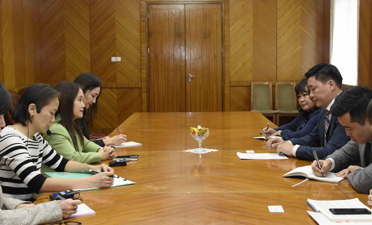 Байнгын хорооны дарга Ё.Баатарбилэг НҮБ-ын Хүн амын сангийн Монгол дахь Суурин төлөөлөгч Наоми Китахараг хүлээн авч уулзав