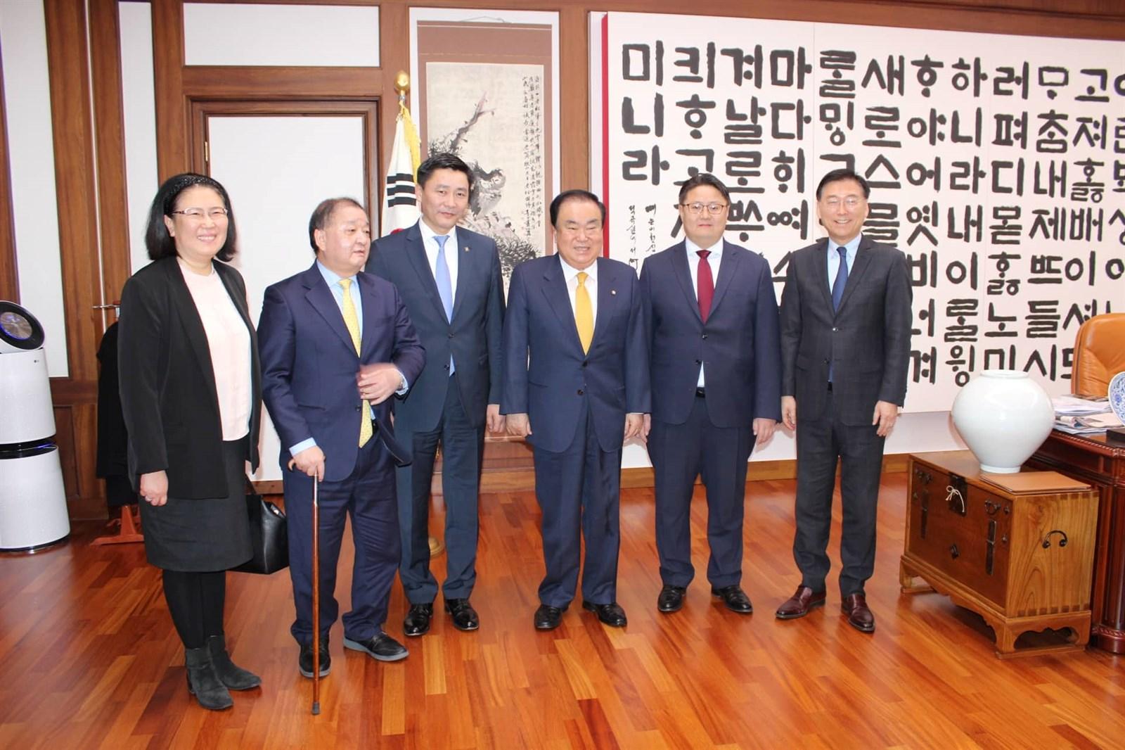 Байнгын хороодын дарга нар Бүгд Найрамдах Солонгос Улсын Үндэсний Ассемблейн даргад бараалхаж, санал солилцов