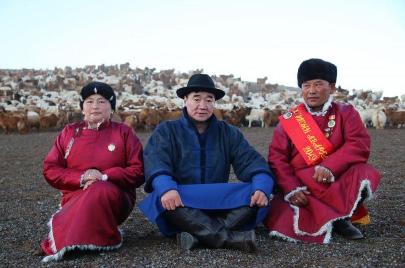 Улсын аварга малчин И.Чулуунбаатар эх орны торгон хилийн харуул гэдгээрээ бахархаж явна