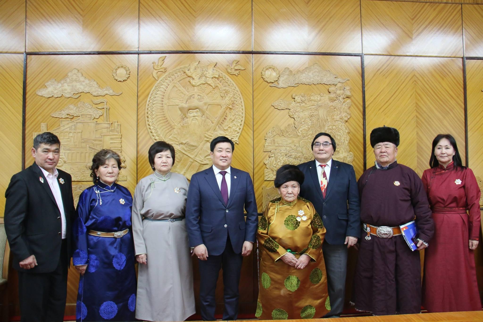 Монгол Улсын Ерөнхийлөгчийн зарлигаар олгосон гавьяа, шагналыг гардууллаа