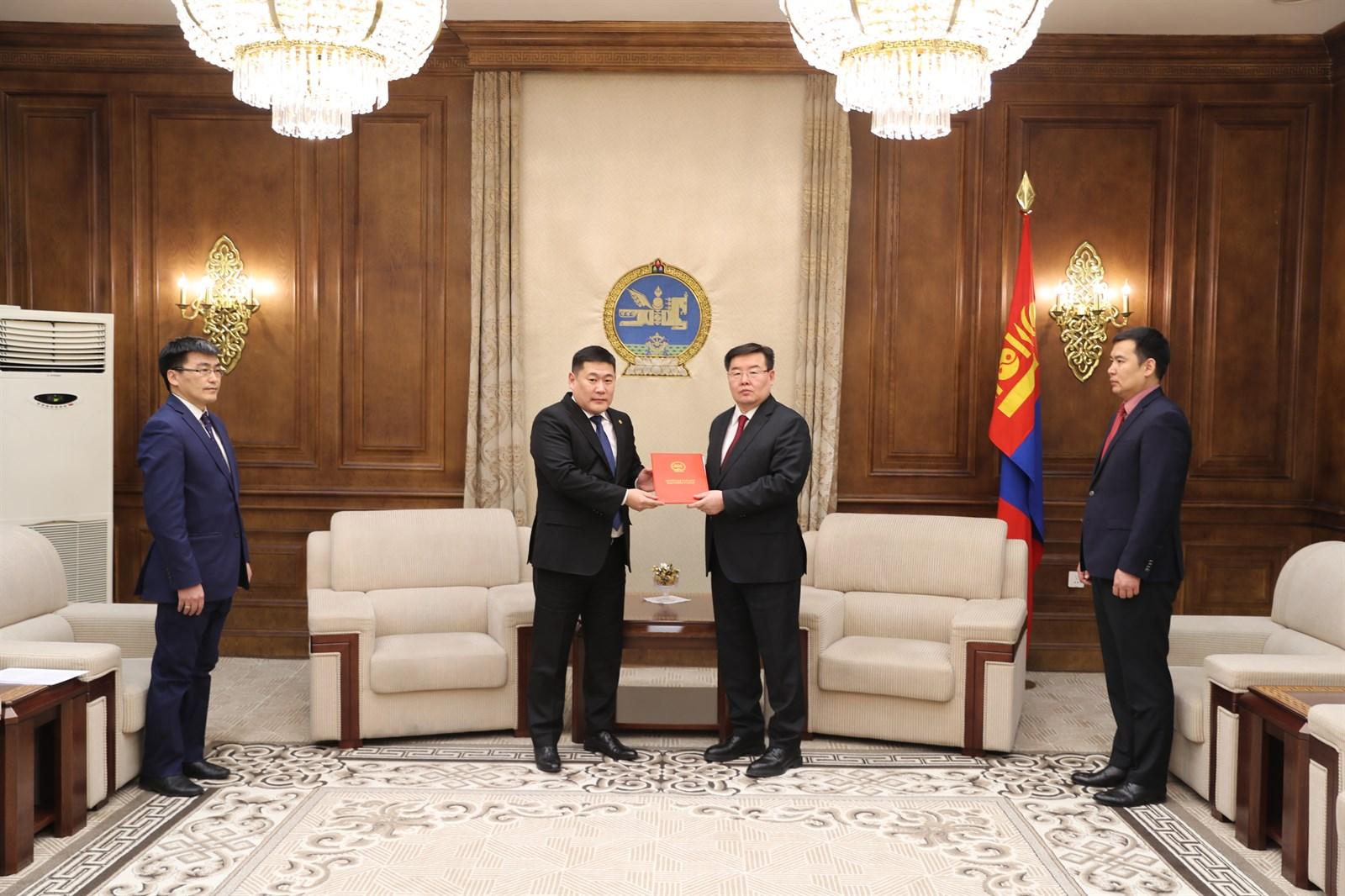 """""""Монгол Улсын Засгийн газрын 2016-2020 оны үйл ажиллагааны хөтөлбөр""""-ийн хэрэгжилтийг өргөн барив"""