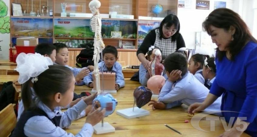 Цэцэрлэг, ЕБС-ийн багш нарын илүү цагийн нэмэгдлийг нөхөж олгоно