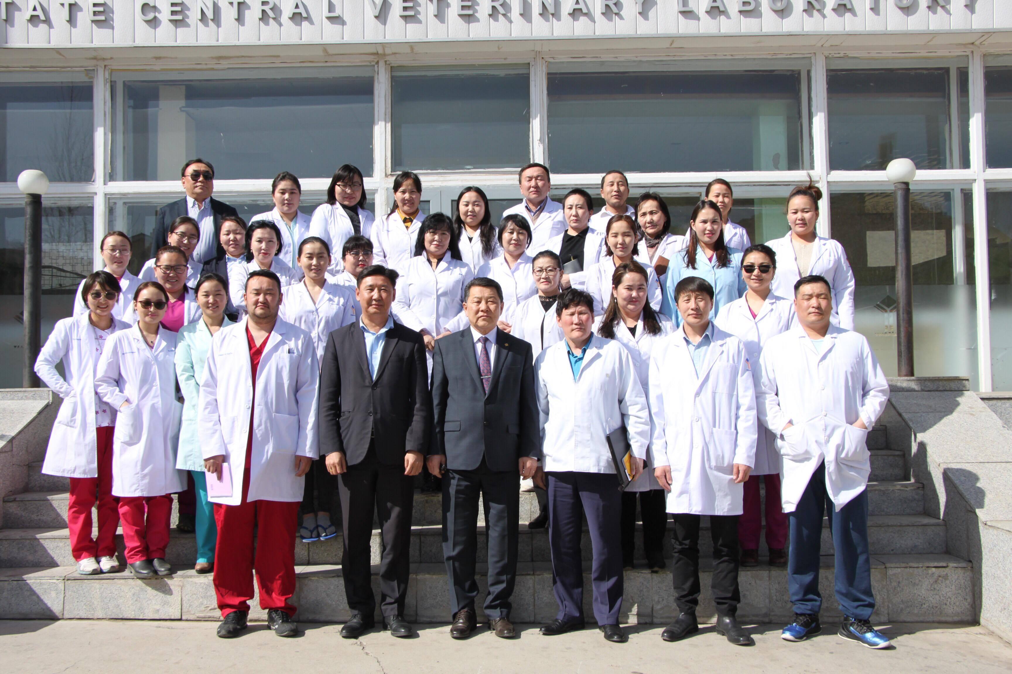 Улсын мал эмнэлэг, ариун цэврийн төв лабораторид  ХХААХҮ-ийн сайд Ч.Улаан ажиллав