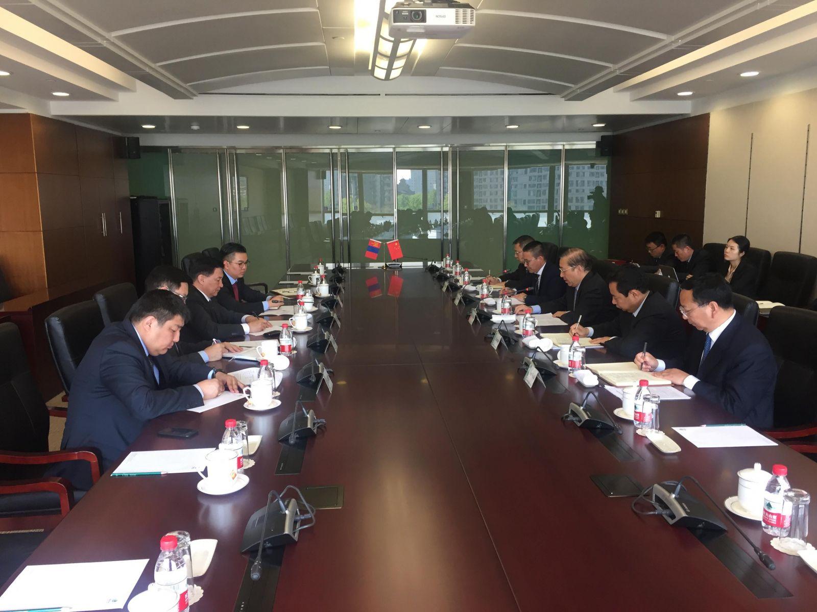 БНХАУ-ын Улсын цахилгаан сүлжээ корпорацийн Ерөнхийлөгч Шин Баотай уулзлаа