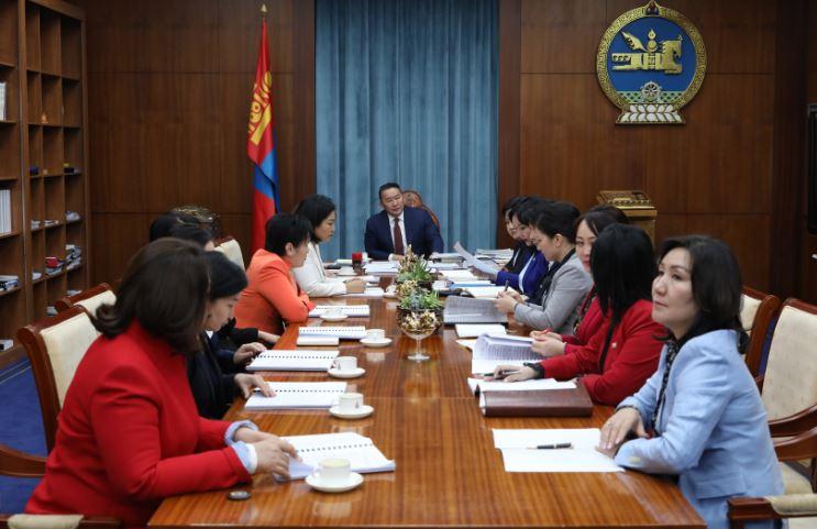 Монгол Улсын Ерөнхийлөгч Х.Баттулга УИХ-ын эмэгтэй гишүүдтэй хүүхдийн эсрэг хүчирхийллийн асуудлаар уулзаж, ярилцав