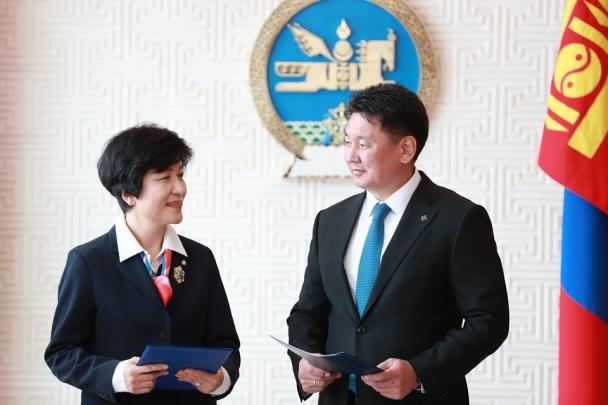 БНСУ-ын парламентын гишүүн Ким Ён Жуг Алтан гадас одонгоор шагнав
