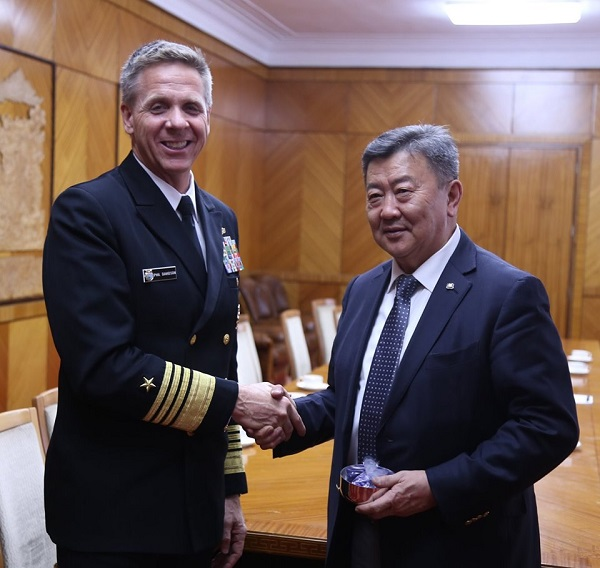 Адмирал Девидсон Монголын энхийг сахиулагчдад талархал илэрхийлэв