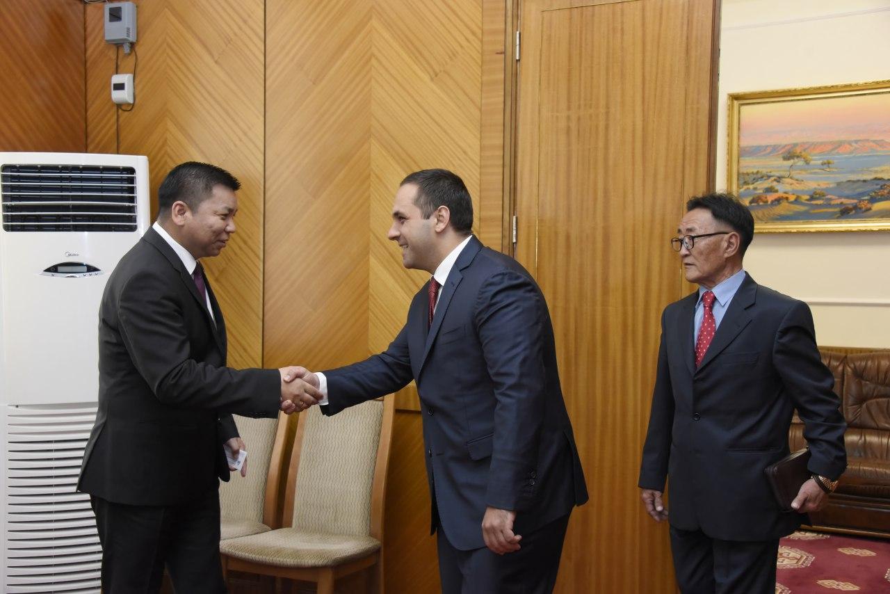 Л.Энхболд Болгарын Эдийн засгийн сайд тэргүүтэй төлөөлөгчдийг хүлээн авч уулзлаа