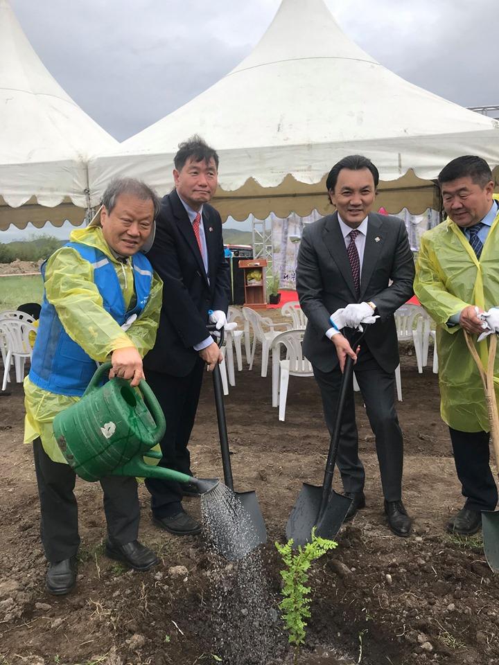 Монгол-Солонгосын найрамдлын төгөлд мод тарилаа