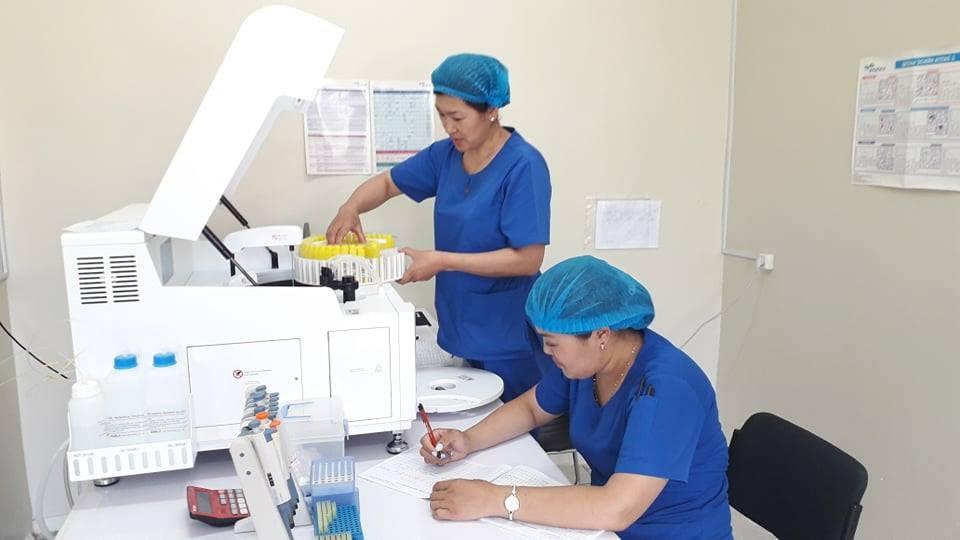 Сэлэнгэ аймгийн Мандал сумын эмнэлэг Биохимийн автомат анализаторын аппараттай боллоо