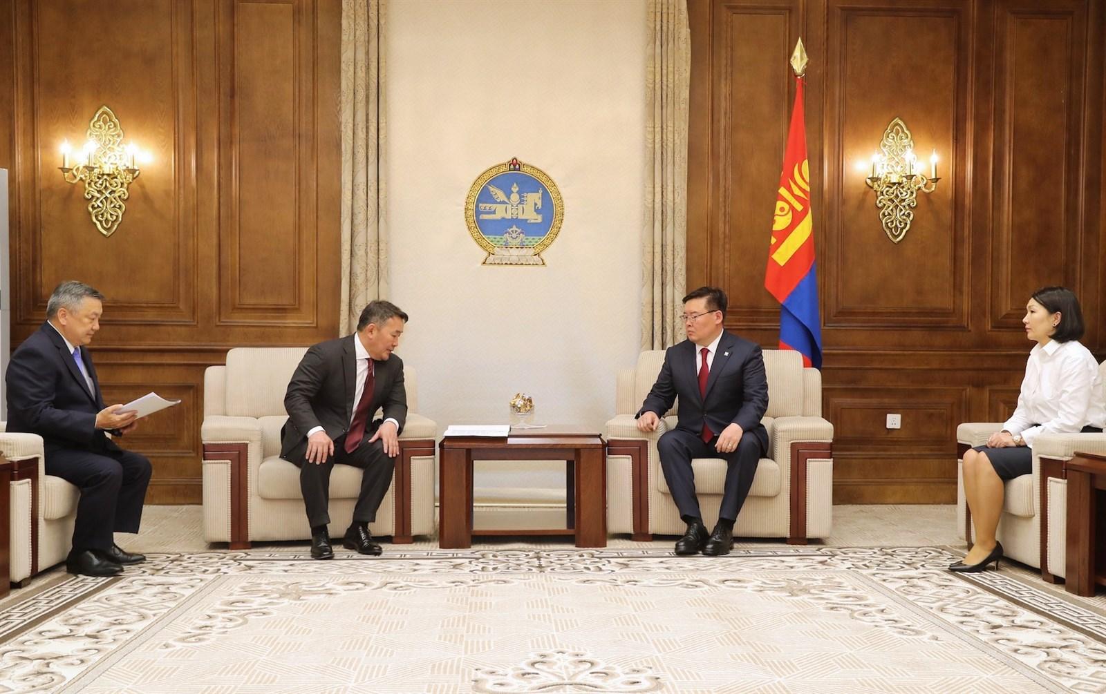 Монгол Улсын Ерөнхийлөгч Үндсэн хуульд оруулах нэмэлт, өөрчлөлтийн төсөл, санал өргөн мэдүүллээ
