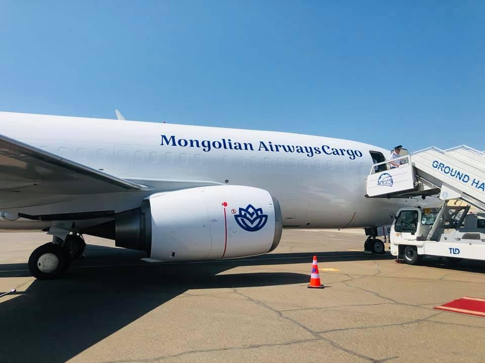 Монгол Улс агаарын ачаа тээврийн хөлөгтэй боллоо