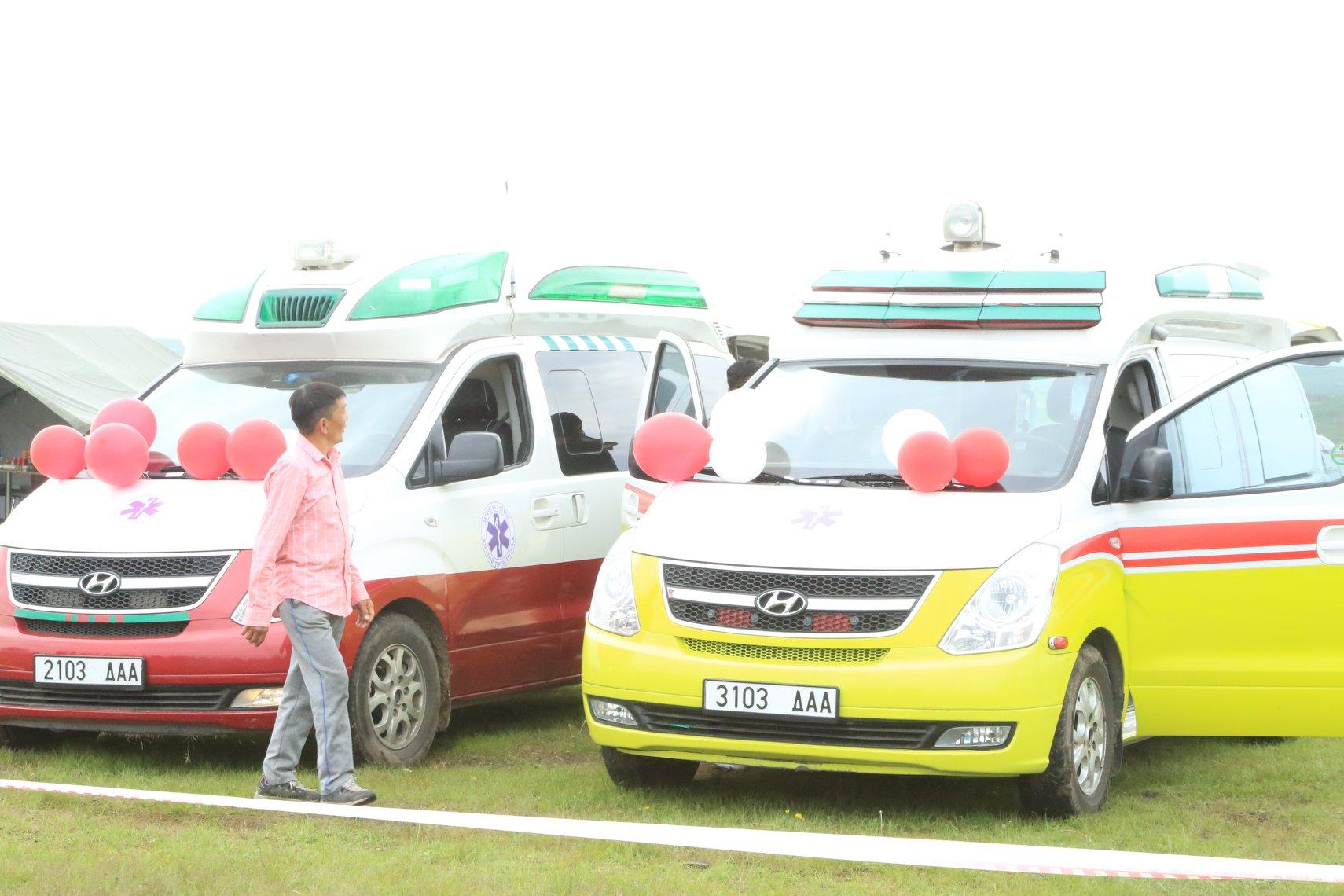 Иж бүрэн тоноглогдсон, түргэн тусламжийн хоёр авто машиныг бэлэглэлээ