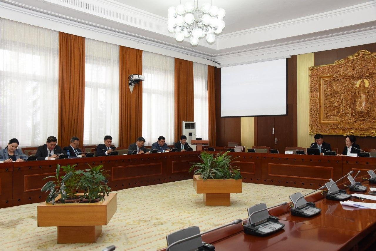 ТББХ: Монгол Улсын Үндсэн хуулийн нэмэлт, өөрчлөлтийг дагаж мөрдөхөд шилжих журмын тухай хуулийн төслийн анхны хэлэлцүүлгийг хийлээ