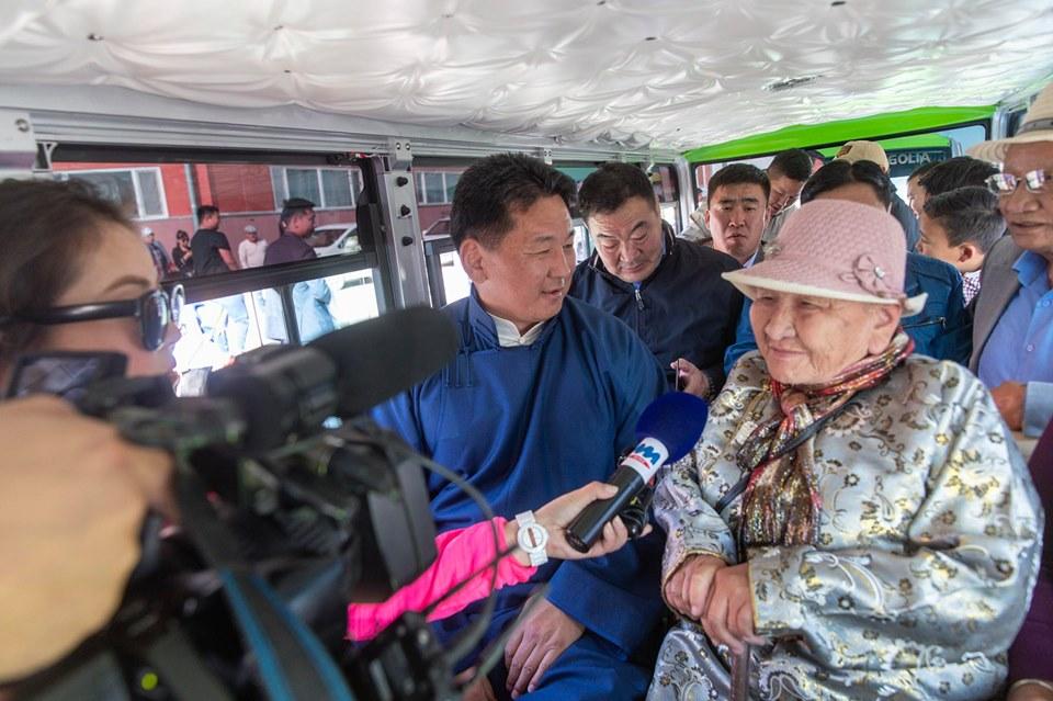 Чингис хаан хотод найман эко автобус нийтийн тээвэрт явж байна