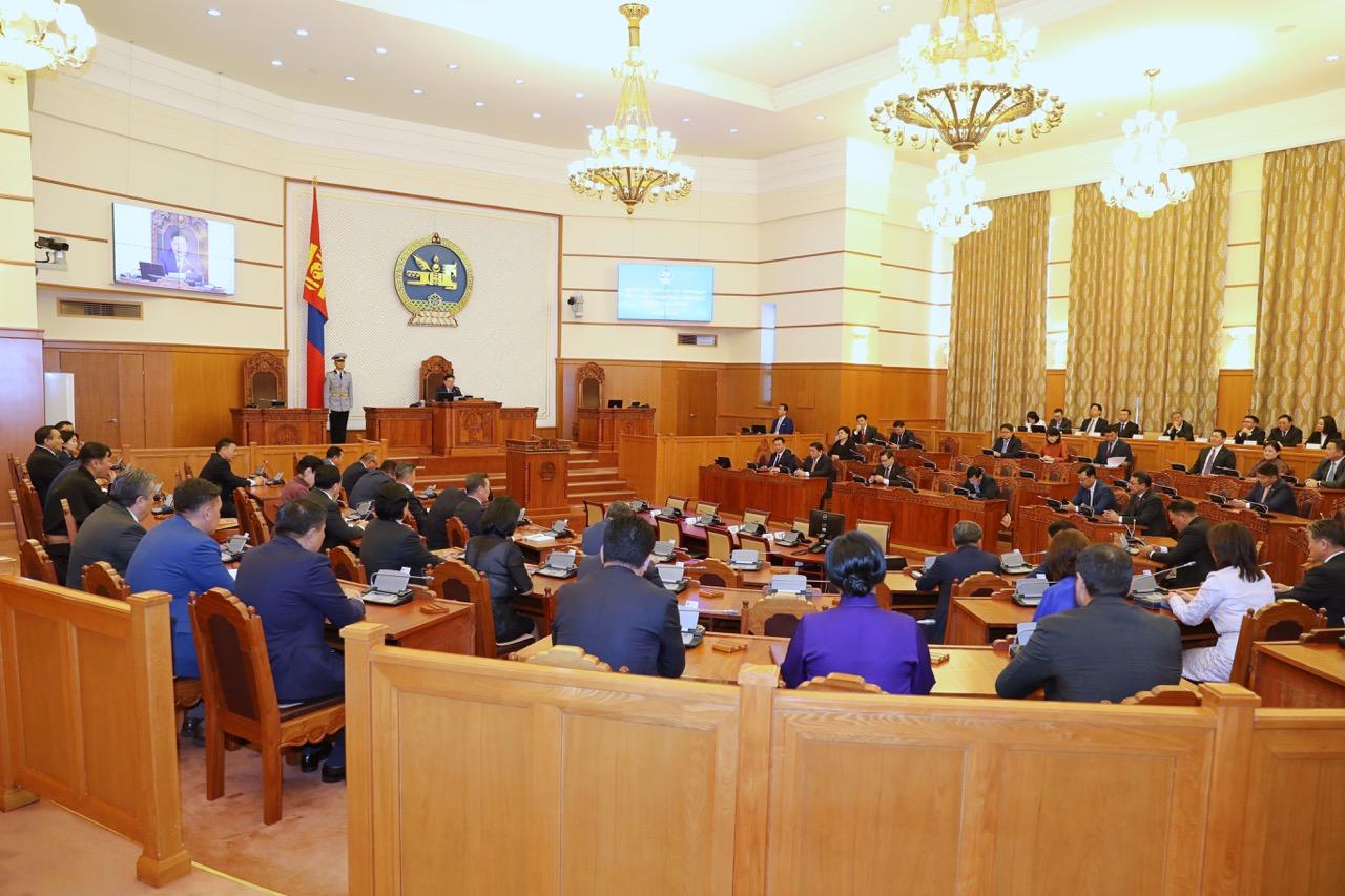 """""""Монгол Улсын 2018 оны төсвийн гүйцэтгэлийг батлах тухай"""" тогтоолын төслийн анхны хэлэлцүүлгийг хийв"""