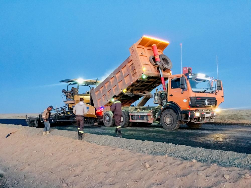 Баянхонгор-Алтай чиглэлийн  авто замын ажил эрчимтэй өрнөж байна.