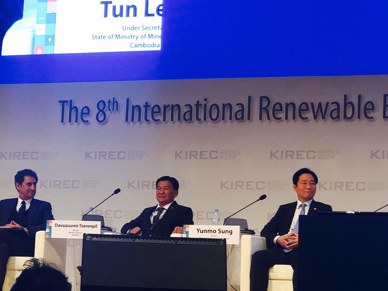 """Ц.Даваасүрэн сайд """"Дэлхийн сэргээгдэх эрчим хүчний нэгдсэн хурал-2019""""-д оролцлоо"""