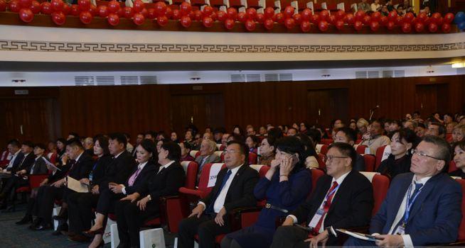 """""""XXI зуун-Хавдаргүй Монгол 1000 гэр бүлийн зөвлөгөөн"""" эхэллээ"""