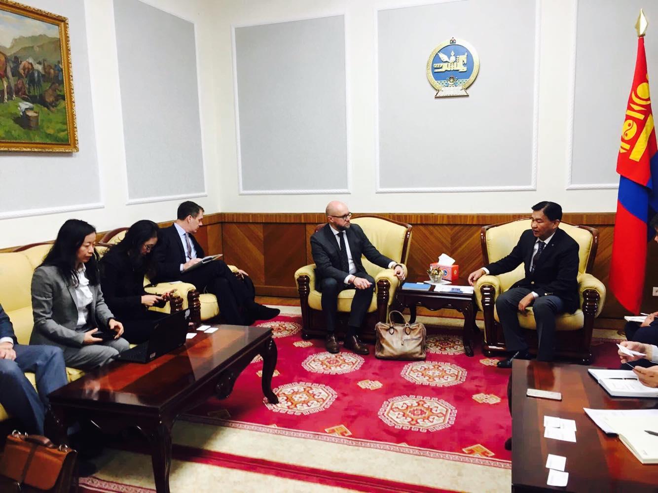 Азийн дэд бүтцийн хөрөнгө оруулалтын банкны төлөөлөгчдийг хүлээн авч уулзлаа