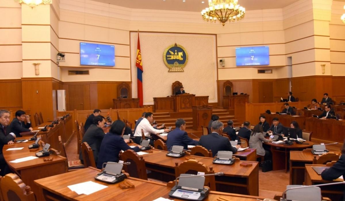 Монгол улсын үндсэн хуульд нэмэлт, өөрчлөлт оруулах журмын тухай хуулийн анхны хэлэлцүүлгийг хийж байна