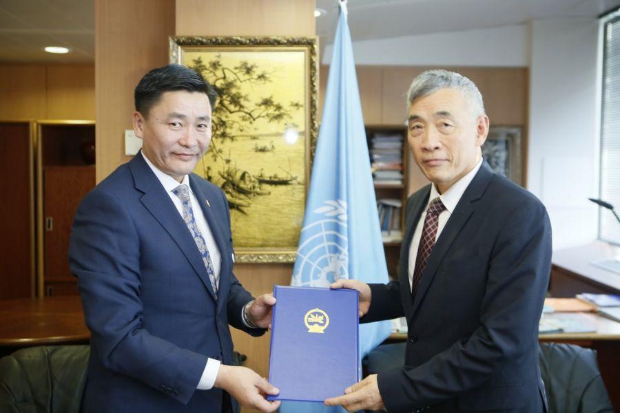 Монгол Улсын Ерөнхийлөгчийн захидлыг ЮНЕСКО-д гардуулан өгөв