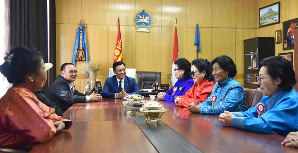 Ж.Эрдэнэбат гишүүн Мандалын ахмадуудын төлөөллийг төрийн ордонд хүлээн авч уулзав