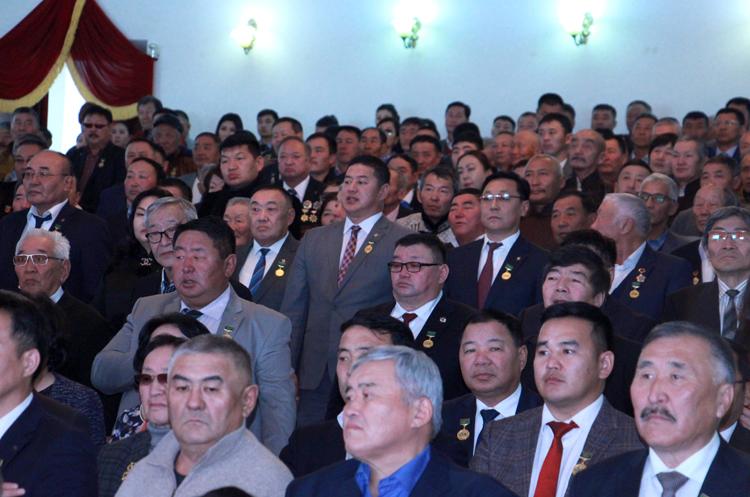 32 хөдөлмөрийн баатар, 25 гавьяат, 357 улсын аваргыг төрүүлсэн 60 ЖИЛ