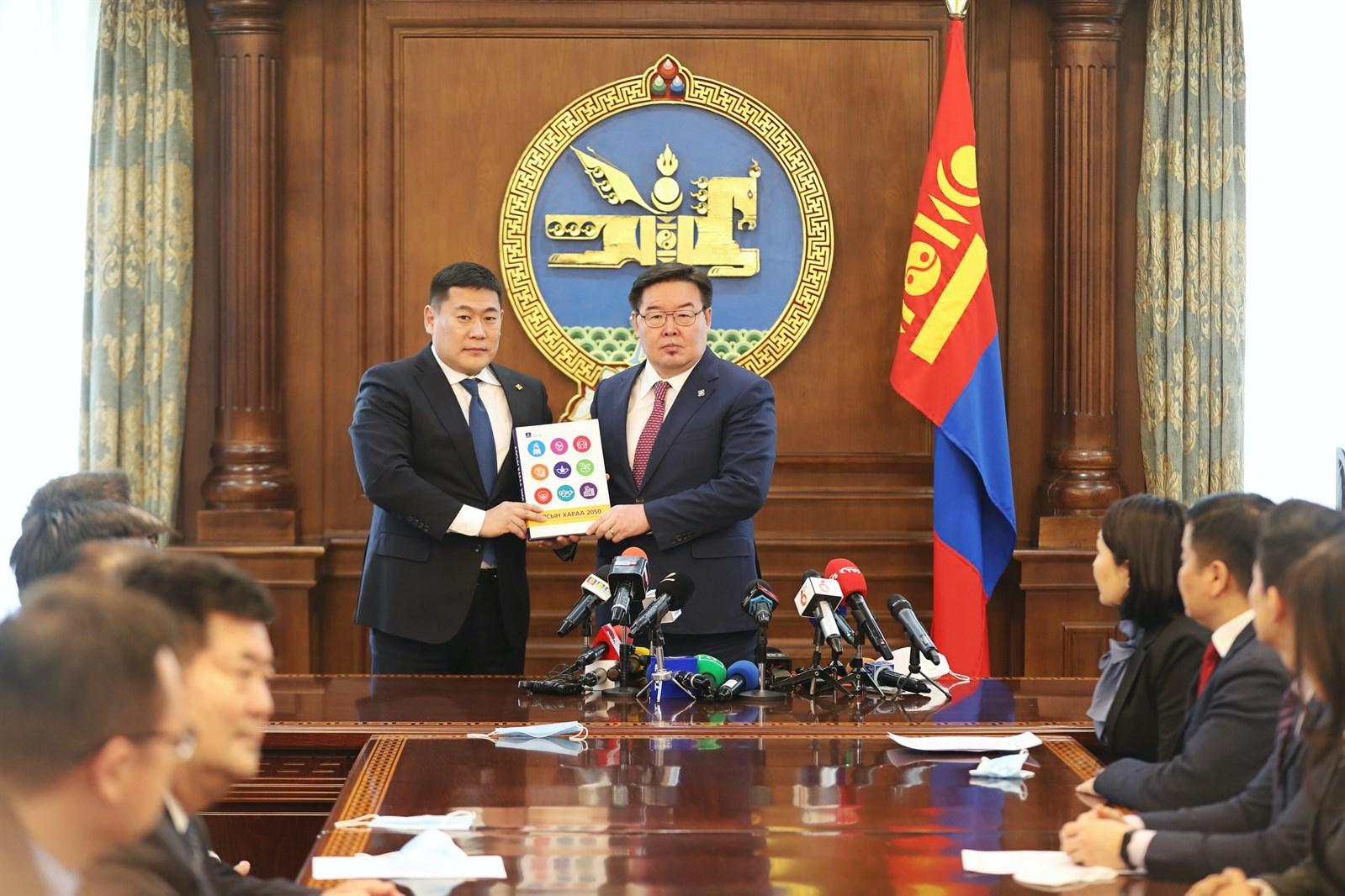 """""""Алсын хараа 2050"""" Монгол Улсын урт хугацааны хөгжлийн бодлогын баримт бичгийн төслийг өргөн барилаа"""