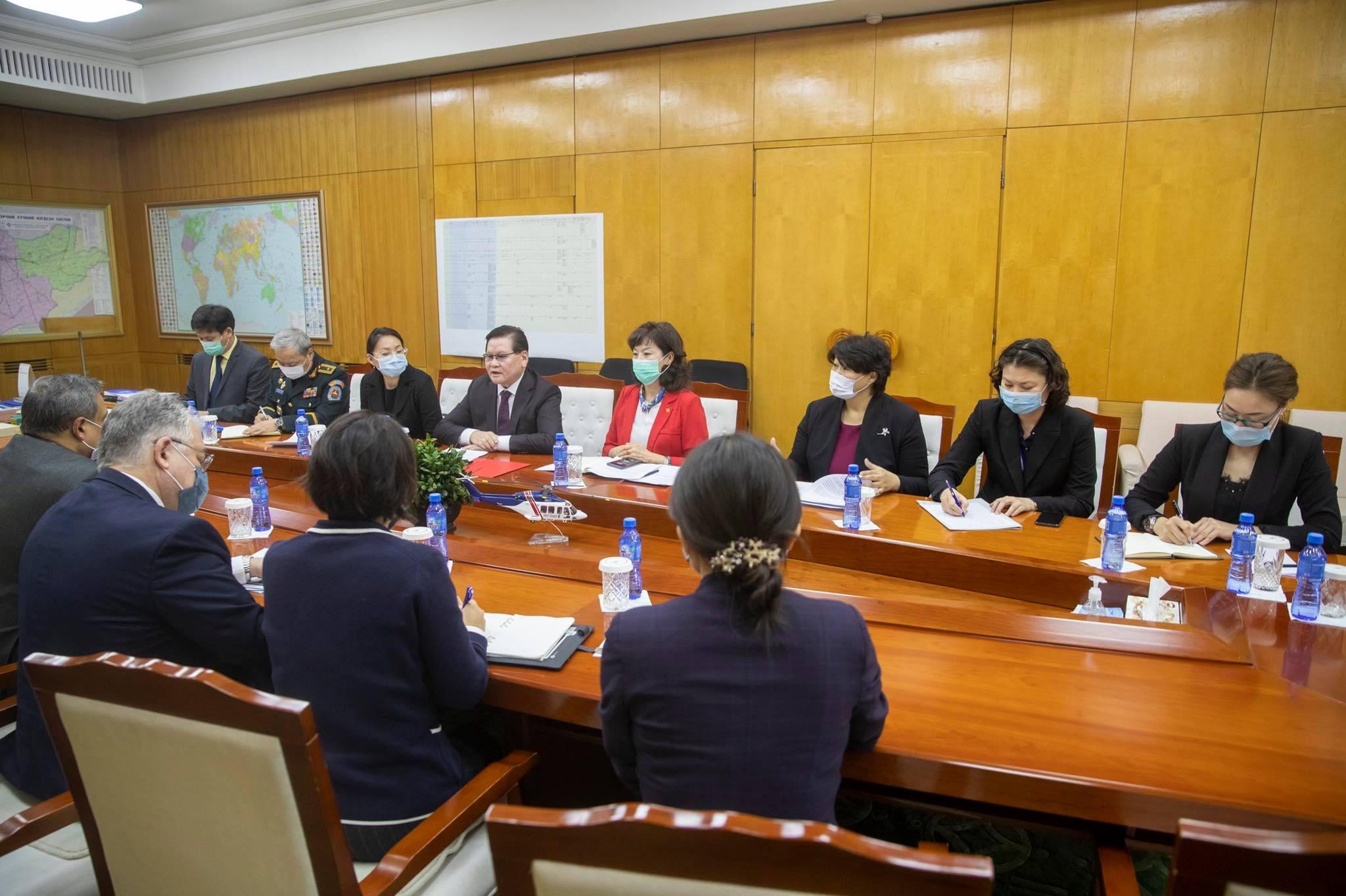 УОК-ын дарга Ө.Энхтүвшин НҮБ-ын Суурин зохицуулагч, ДЭМБ-ын Суурин төлөөлөгч нарыг хүлээн авч уулзав