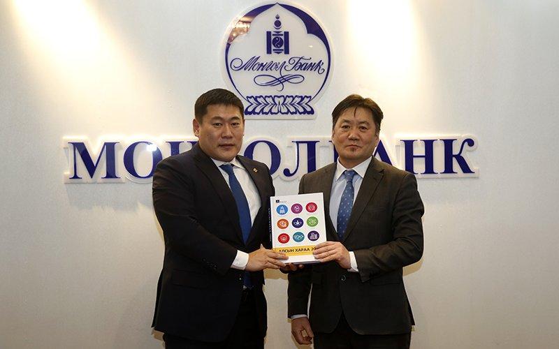 """Засгийн газраас """"Алсын хараа-2050"""" баримт бичгийг монголбанкинд гардууллаа"""