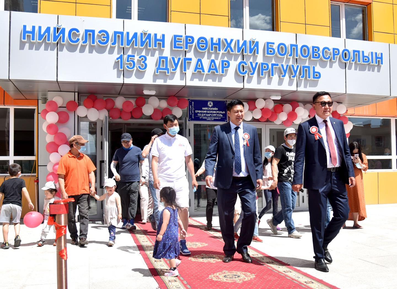 Москва хороолол орчмын хүүхэд багачууд шинэ сургууль, цэцэрлэгтэй боллоо