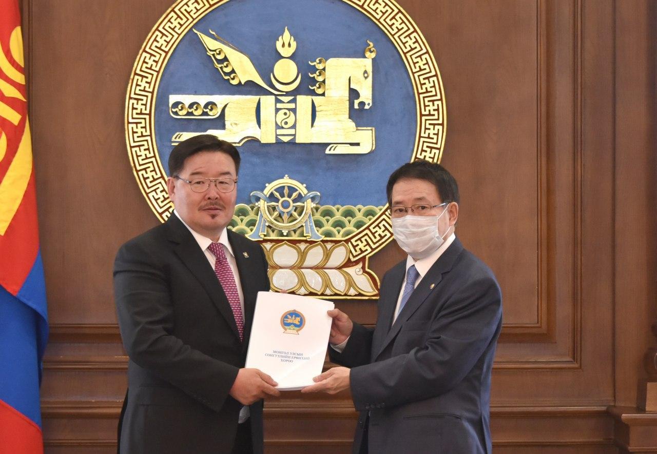 Монгол Улсын Их Хурлын ээлжит сонгуулийн дүнг Улсын Их Хурлын даргад өргөн барив