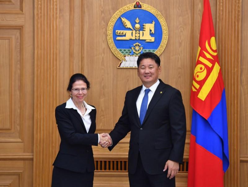Монгол Улсын Ерөнхий сайд У.Хүрэлсүх Канад Улсын Элчин сайдыг хүлээн авч уулзав
