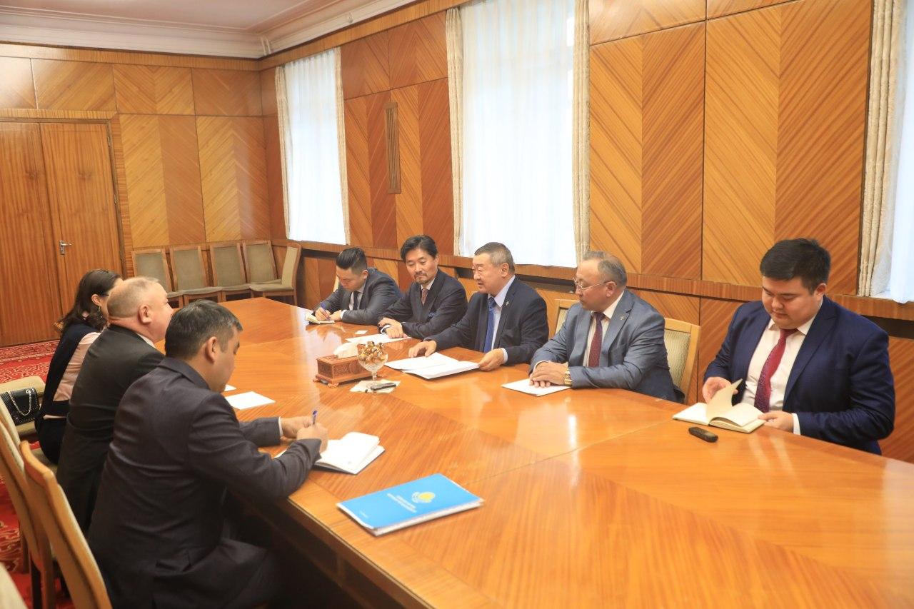 Монгол-Казахстаны парламентын бүлгийн дарга Х.Баделхан Элчин сайд Жалгас Адилбаевыг хүлээн авч уулзлаа