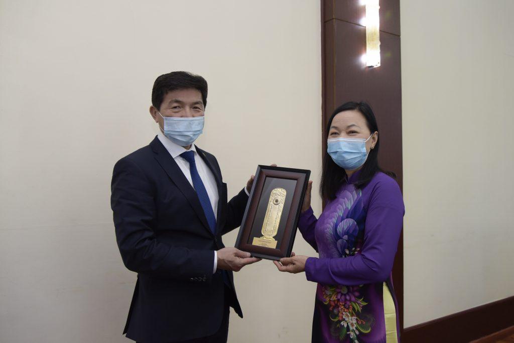 Гадаад Харилцаан Сайд Н.Энхтайван Вьетнамын элчин сайд Доан Тхи Хыөнг-ийг хүлээн авч уулзлаа