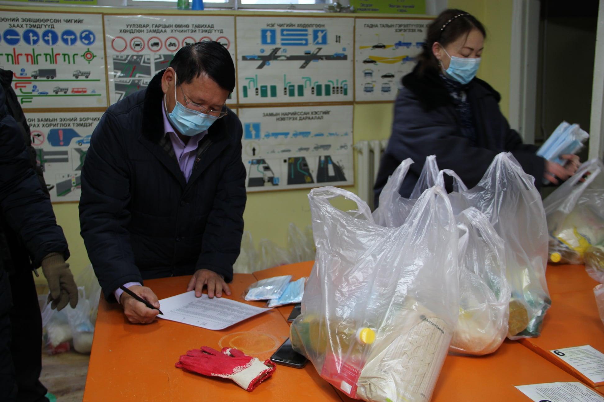 """""""Ардын нам – Ард түмэнтэйгээ"""" аяны хүрээнд 700 өрхөд хүнс, нүүрсний тусламжийг хүргэж байна"""