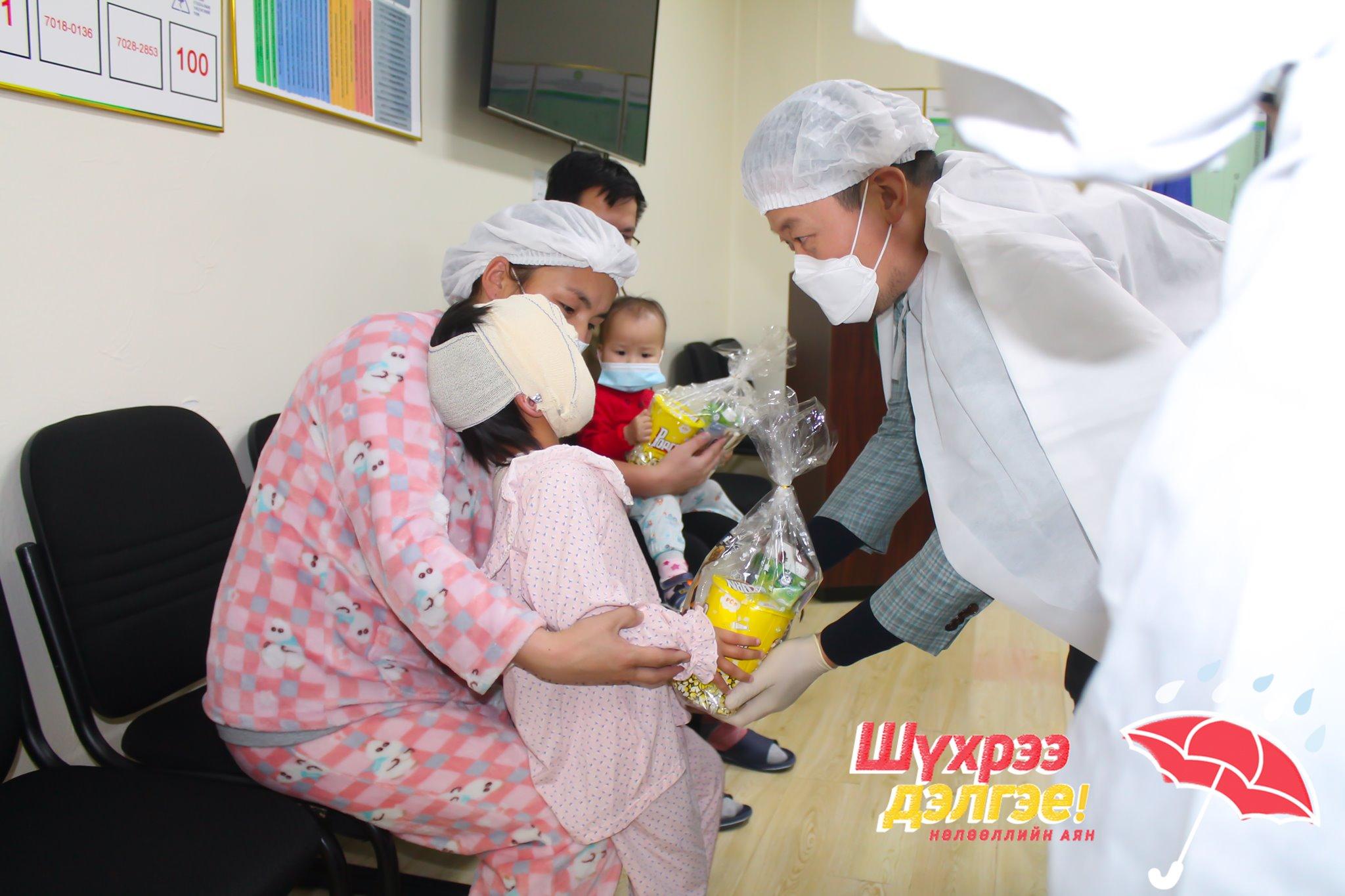 """""""Гэмтэл Согог Судлалын Үндэсний Төв""""-д хэвтэн эмчлүүлж буй бяцхан хүүхдүүдийг баярлууллаа"""