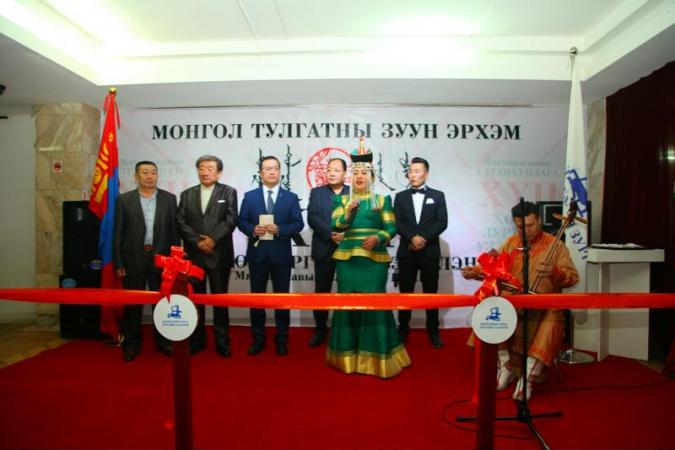 """Монгол тулгатны 100 эрхэмийг бүтээсэн """"ХҮН"""" үзэсгэлэнг гаргахад ивээн тэтгэв"""