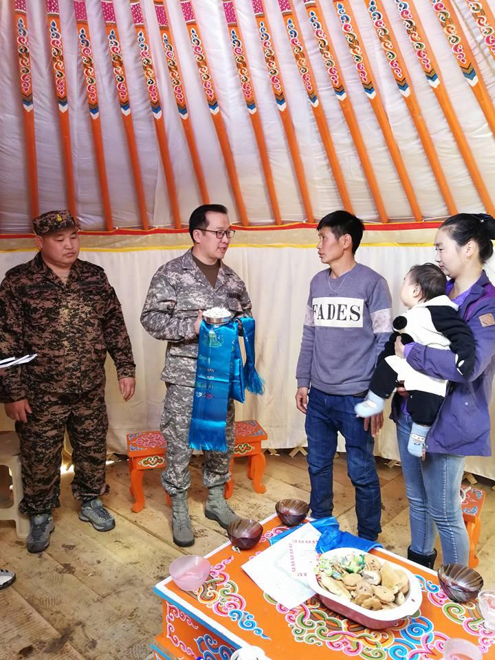 """""""Гэр дулаан бол гэр бүл дулаан"""" аяныг эхлүүлж залуу гэр бүлд Монгол гэр тавилгын хамт бэлэглэлээ"""
