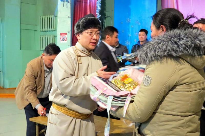 Зуданд нэрвэгдсэн малчдад 1000 нэмнээ бэлэглэлээ