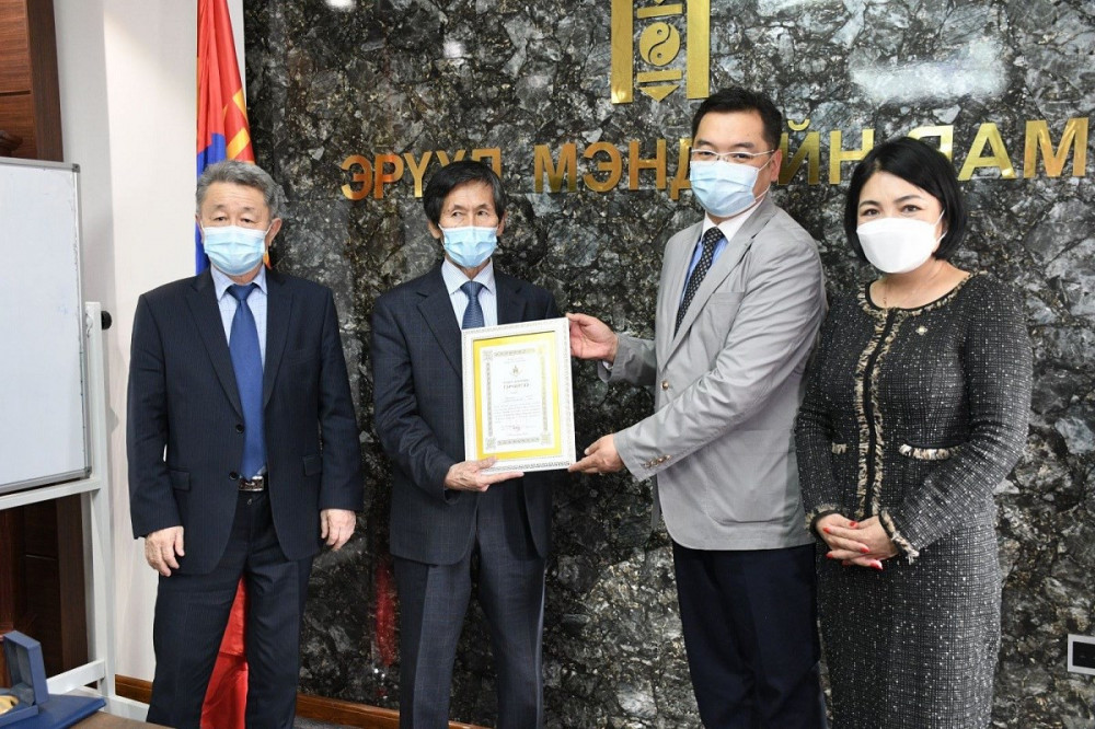 Монгол Улсын Хөдөлмөрийн баатар, Ардын эмч Н.Баасанжав Дэлхийн оюуны өмчийн байгууллагын дээд шагналыг хүртлээ